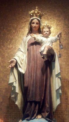 Festa: 16 de julho No século XII um grupo de eremitas começou a se formar no monte Carmelo, onde o...