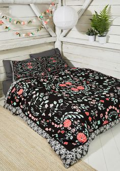 Be-Cozy of You Duvet Cover Set in Full/Queen. Thanks to this floral duvet cover, your comfy nights and naps are chic, too! #black #modcloth