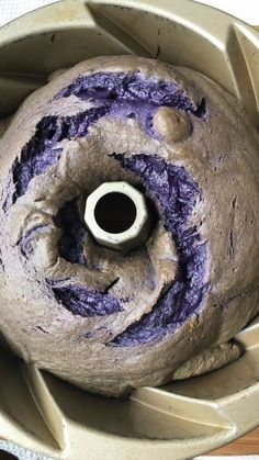 How to bake an Ube-Purple Yam Pound Cake with Ube Frosting in a Swirly Pan - Asian In America Filipino Dishes, Filipino Desserts, Asian Desserts, Filipino Recipes, Filipino Food, Ube Bread Recipe, Ube Recipes, Donut Recipes, Kitchens