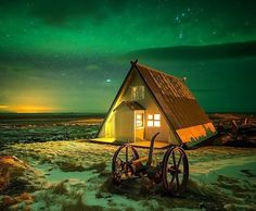 Cabin in the middle of nowhere but under the Northern Lights ///