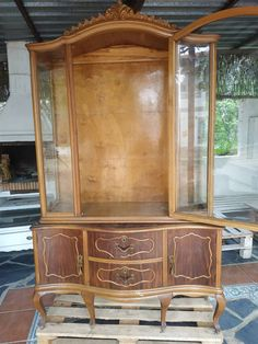 Upcycled Furniture, Vintage Furniture, Buffet Chic, Style Rustique, Shabby Vintage, Restaurant, Home Staging, China Cabinet, Chalk Paint