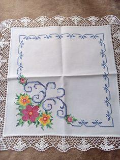 Hardanger Embroidery, Hand Embroidery, Cross Stitch Designs, Cross Stitch Patterns, Palestinian Embroidery, Cross Stitch Pillow, Yarn Shop, Easy Crochet Patterns, Craft Work