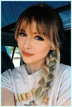 You need to revamp your hairstyle? Check out popular fringe bangs hairstyles to find the one among our endless ideas. #shoulderlengthhairwithbangs
