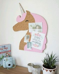 Notice Boards – Einhorn Kork-Pinnwand, Memoboard in Rosa – a unique product by WOODMO on DaWanda(Diy Geschenke Basteln) Unicorn Rooms, Unicorn Bedroom, Diy And Crafts, Crafts For Kids, Unicorns And Mermaids, Unicorn Crafts, Ideias Diy, Unicorn Birthday Parties, Girl Room