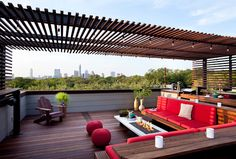 There are lots of pergola designs for you to choose from. You can choose the design based on various factors. First of all you have to decide where you are going to have your pergola and how much shade you want. Rooftop Terrace Design, Rooftop Patio, Patio Roof, Modern Pergola, Outdoor Pergola, Pergola Plans, Pergola Ideas, Modern Deck, Cheap Pergola