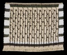Muka, kereru and pheasant feathers and hukahuka (two ply thrum) Flax Weaving, Maori People, Maori Designs, Maori Art, Pheasant Feathers, Weaving Patterns, Weaving Techniques, Sculptures, Cloaks