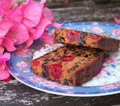 mary berry boiled fruit cake so quick and easy. my house smells like christmas now! Boiled Fruit Cake, House Smells, Mary Berry, Berries, Banana Bread, Bays, Berry
