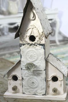 This is one of the prettiest birdhouses I have ever seen!!! ♥♥♥