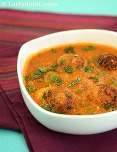 The bread koftas melt in your mouth while the flavour of the bottle gourd curry lingers in your taste-buds, making you yearn for more…and more! this novel preparation is indeed a foolproof way to garner accolades from your friends and family. Serve immediately after adding the koftas.
