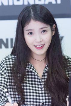 She is a little angel :') Iu Fashion, Korean Fashion, Korean Girl, Asian Girl, Iu Hair, Pretty Asian, Korean Actresses, Korean Celebrities, My Princess