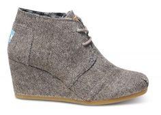 Herringbone Women's Desert Wedges by: Toms Shoes Cute Shoes, Me Too Shoes, Tom Shoes, Fall Shoes, Shoes Men, Women's Shoes, Stilettos, High Heels, Estilo Street