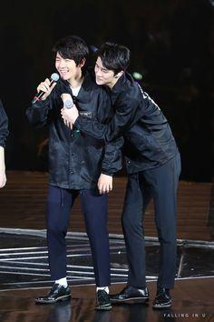 Baekhyun, Sehun - 160305 Exoplanet #2 - The EXO'luXion in Dalian Credit: Falling In U.