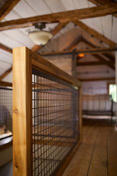 garde d'escalier en bois et grillage rustique industriel