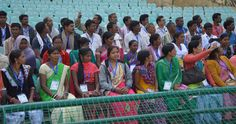 शहीद वीर नारायण सिंह अंतरराष्ट्रीय क्रिकेट स्टेडियम पहुंचे बीजापुर जिले के सहकारी समिति के पदाधिकारियों एवं सदस्यों ने पहली बार यहाँ कदम रखा, तो उनके चेहरों पर मुस्कान आ गई. सुदूर क्षेत्र से नया रायपुर में भव्य स्टेडियम देखना उनके लिए बेहद सुखद अनुभव रहा. विशाल मैदान का दर्शक दीर्घा में बैठकर नजर किया.