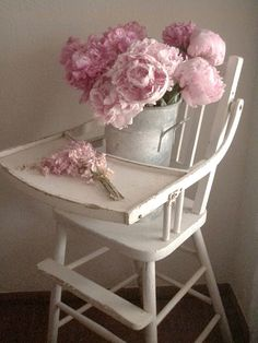 pretty pink flowers on a vintage high chair. Cabin & Cottage ~ I love that high chair! Shabby Chic Pink, Shabby Chic Decor, Pink Peonies, Pink Flowers, Pink Roses, Antique High Chairs, Bloom High Chair, Cabins And Cottages, Reno