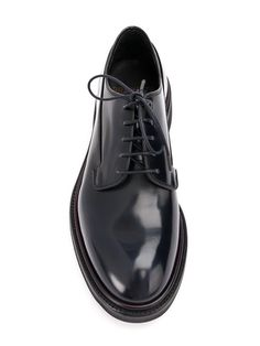 Does it get anymore classic than brogues? Shop brogues for men at Farfetch and find Church's, Thom Browne and Gucci alongside each other. Mens Fashion Shoes, Shoes Men, Denim Fashion, Fashion Accessories, Ways To Tie Shoelaces, Adidas Campus Shoes, Derby, One Dapper Street, Sartorialist