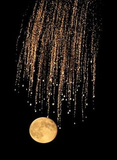 Fourth of July fireworks over Lake Union in Seattle look like shooting stars with the rising full moon. Moon and Fireworks photo by Marcus Donner Moon Pictures, Pretty Pictures, Moon Pics, Beautiful Moon, Beautiful World, House Beautiful, Sun Moon, Stars And Moon, Shoot The Moon