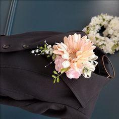 コサージュ002whiteblue Silk Flowers, Paper Flowers, Fashion, Cold Porcelain, Moda, Fashion Styles, Fashion Illustrations