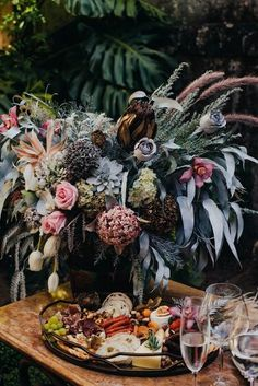 Renovação de votos boho folk apaixonante em Ouro Preto – Larissa Buffets, Wreaths, Table Decorations, Fall, Home Decor, Groom Shoes, Wedding Planning, Wedding Parties, Gastronomia