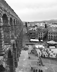 Black and white picture of the Aqueduct of Segovia and the city center      #2europeans #spain #españa  #segovia #europe #aqueduct #architecture #blackandwhite #views #nature #naturephotography #amazingpic #nofilter #couple #hashtag #goals #instagram #picture  #lifestyle #travelphotography #travelgram #traveltheworld #trip #travelling #travel #world #worldtraveler #instalike #instagood #instapic