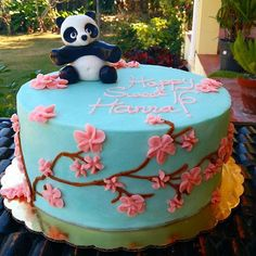 【shortandsweet_desserts】さんのInstagramをピンしています。 《🌸🐼 Pink Cherry Blossoms and Sweet Panda Bears 🐼🌸 #cakes #pandacake #cherryblossoms #prettycake #birthdaycake #delicious #buttercream #fondant #homebaker #homemade  #bahamas》