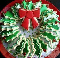 New cupcakes christmas wreath sugar cookies 18 ideas Christmas Sugar Cookies, Christmas Sweets, Christmas Cooking, Christmas Goodies, Holiday Cookies, Christmas Time, Christmas Cakes, Fancy Cookies, Iced Cookies