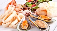 Seafood is a great choice for an Aussie Christmas lunch! Check out this collection of easy, cold and hot seafood recipes you can try this festive season. Best Seafood Restaurant, Seafood Dinner, Fish And Seafood, Fish Platter, Seafood Platter, Seafood Soup Recipes, Chicken Recipes, Gout Recipes, High Protein Recipes