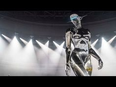 This video reveals how Japanese artist Hajime Sorayama created the giant Dior robot at the fashion label's Pre-Fall 2019 menswear show in Tokyo. Tokyo, London College Of Fashion, Thing 1, Japanese Artists, Japanese Culture, Fashion Labels, Art World, Futuristic, Metallica