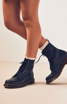Pacsun Dr Martens Black Nappa Leather Boots Found on my new favorite app Dote Shopping Dr. Martens, Doc Martens Noir, Doc Martens Stiefel, White Doc Martens, Doc Martens Style, Doc Martens Boots, Doc Martens Women, Doc Martens Fashion, Dr Martens 1460