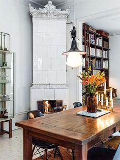 Fin kakelugn i lägenhet på Pipersgatan. Lägenhet till salu på Blocket bostad. sekelskifte