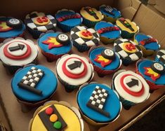 New Ideas for monster truck cake topper Bolo Hot Wheels, Hot Wheels Cake, Hot Wheels Party, Themed Cupcakes, Birthday Cupcakes, Bolos Monster Truck, Cupcakes Carros, Bolo Blaze, Motor Cake