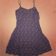 """Old Navy Black & White Dress Old Navy Black & White Dress. Flattering A Line structure. Comfortable on. I am 5'6"""" and the length hits a little above the knee. Old Navy Dresses Midi"""