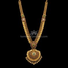 Mesmerizing collection of gold earrings from Kameswari Jewellers. Shop for designer gold earrings, traditional diamond earrings and bridal earrings collections online. Gold Mangalsutra Designs, Gold Earrings Designs, Gold Jewellery Design, Necklace Designs, Jhumka Designs, Designer Jewellery, Gold Wedding Jewelry, Gold Jewelry Simple, Bridal Jewelry