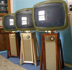 Vintage Space Age 1960 Philco Predicta Television Sets lined up in a futuristic row! Vintage Television, Television Set, Mid Century Decor, Mid Century Design, Tvs, Hifi Video, Kitsch, Poste Radio, Tv Sets