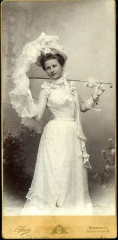 Edwardian summer fashion. Cabinet card from Germany.