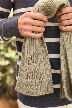 Interesting cable & ribbed scarf - free pdf
