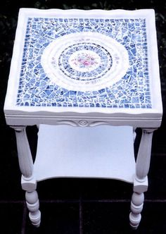 Mosaic Painted Blue & White Table...  http://www.arcdesignsbyellen.com