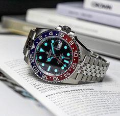Rolex gmt Pepsi lume up to max 🔥🔥 Ref. Best Watches For Men, Vintage Watches For Men, Cool Watches, Patek Philippe, Audemars Piguet, Luxury Watches, Rolex Watches, Rolex Boutique, Rolex Gmt Master 2