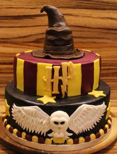 Elegant Image of Harry Potter Birthday Cakes . Harry Potter Birthday Cakes 19 Harry Potter Themed Pastries Too Magical To Be Real Bookstr Harry Potter Torte, Harry Potter Bday, Harry Potter Birthday Cake, Harry Potter Food, Harry Potter Wedding, Harry Potter Desserts, Cupcake Cakes, Cupcakes, Harry Potter Images