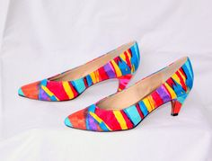 Vibrant Rainbow Splash Fabric High Heel Shoes - Vintage 1980s - Colors: orange / coral, blue, yellow, pink, turquoise, purple, & red - Sateen Sheen
