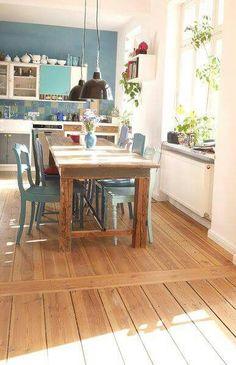 Esszimmer Holz Sitzgruppe Kamin Blaue Wand Farbe | Einrichten ... Farbe Fur Kamin