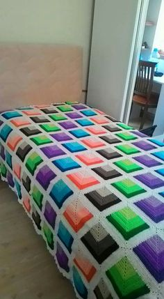 I know this is crocheted but the colour scheme is excellent for a quilt!