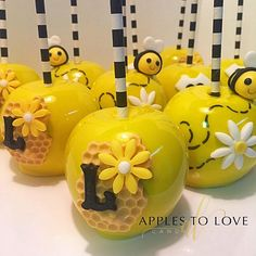 Always a cute and fun theme! We bee buzzing. Bumble Bee Cake, Bumble Bee Birthday, Baby Shower Parties, Baby Shower Themes, Baby Shower Decorations, Sunflower Party, Sunflower Baby Showers, Oreo Pops, Bee Cake Pops