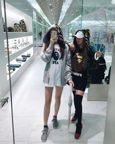 Y/n + y/n's bff Ulzzang Fashion, Asian Fashion, Girl Fashion, Fashion Outfits, Fashion Trends, Ootd Fashion, Moda Ulzzang, Ulzzang Girl, Korean Girl