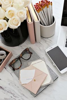 Inspiring Feminine Home Office Decor Ideas For Your Dream Job - Home.Decor - Home Office Fall Inspiration, Motivation Inspiration, Feminine Home Offices, Feminine Office Decor, Desk Space, Workspace Desk, Office Workspace, Office Walls, Office Chairs