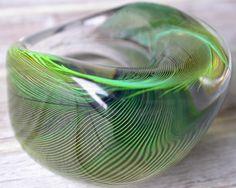 Auch hierl hat es einen Amazonen getroffen, ein sattes Grün - natürlich Natur.   Der grüne Farbton changiert bis hin zu einem Neonton. Obige Fotos hab