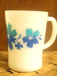Agee Crown Pyrex Coffee Mug Cape Tulip Vintage 1970s