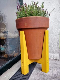 Plant stand Industrial Bands, Rip Cut, Wood Oil, Round Corner, Outdoor Projects, About Me Blog, Simple, Plants, Diy