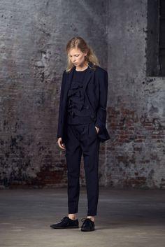 Donkerblauw pak - 15 manieren om je als een Française te kleden