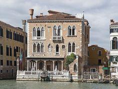 Palazzetto_Stern_(Venice)  Palazzetto Stern - дворец Штерн (или Стерн). Дворец  Штерн  расположен в районе Dorsoduro и выходит своим фасадом на главную транспортную артерию города – Большой канал.